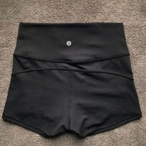 Lululemon high rise yoga shorts size 6